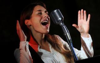 Sara Jane Ceccarelli lezioni di canto jazz pop mediterranea corsi professionali di canto