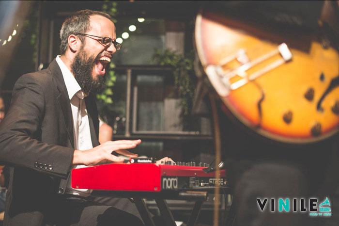 Edoardo Simeone Voce canto tastiere pop rock studente allievo diplomato